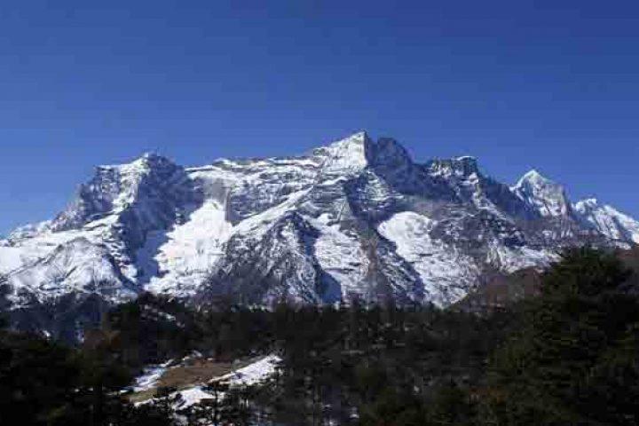 Kwangde Peak climbing in Nepal